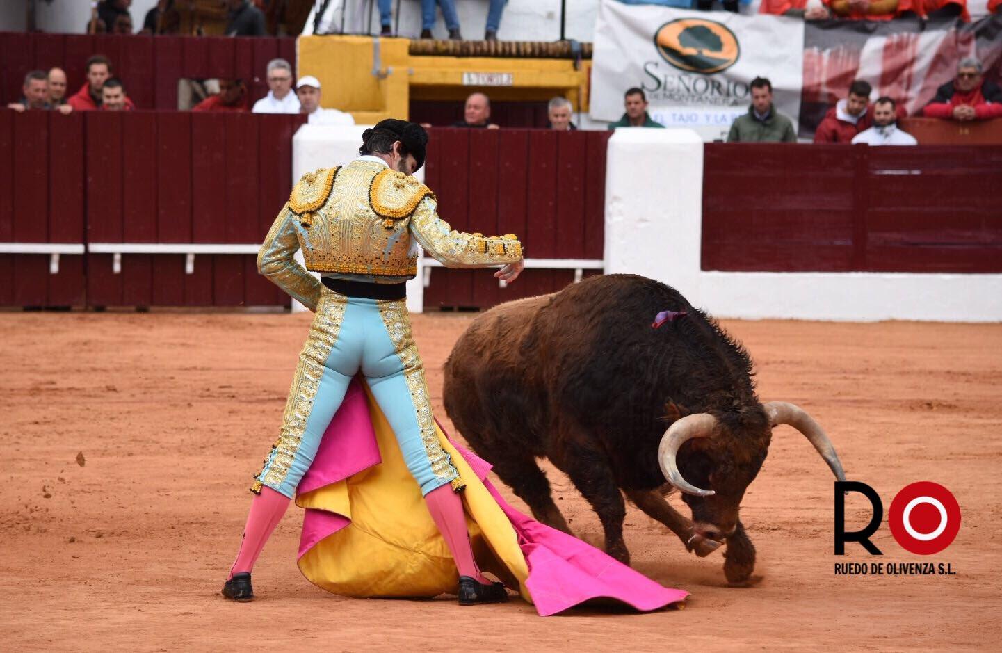 OLIVENZA – Corrida Matinale, triomphe de Padilla, blessure pour Luis David Adame (photo Ruedo de Olivenza)