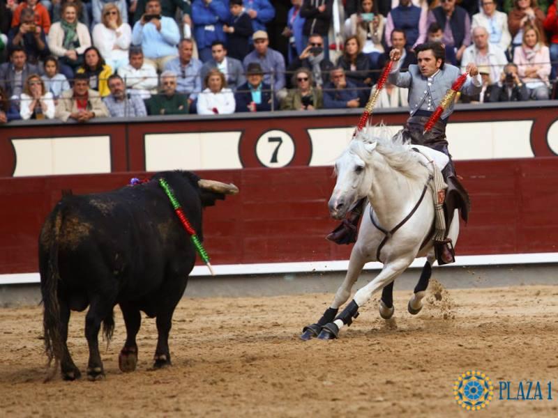 HISTOIRE // Diego Ventura coupe le 13eme rabo dans l'histoire de la Plaza de Las Ventas MADRID et le premier pour un rejoneador
