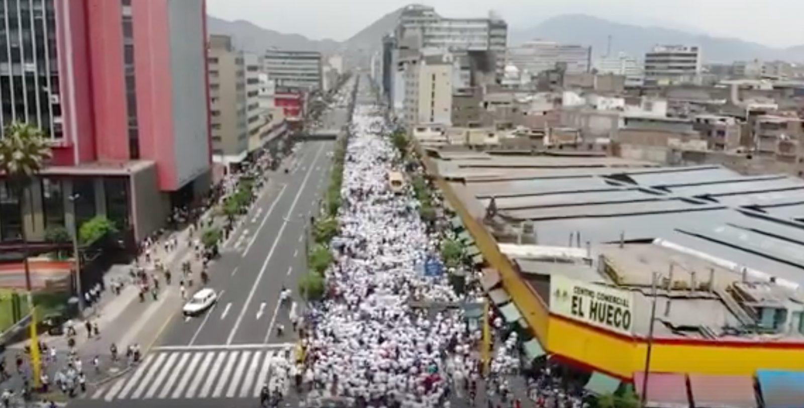 Perú taurino// 40 000 personnes dans la rue pour défendre la liberté de la Tauromachie
