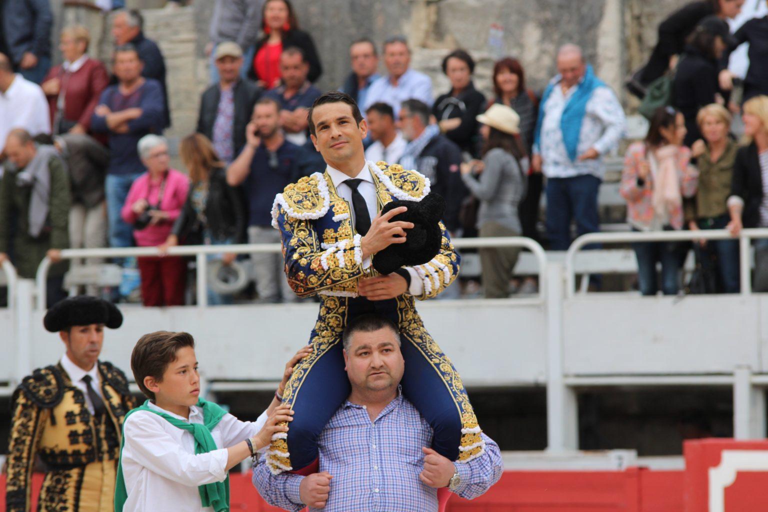 ARLES (20-04-2019) JOSÉ MARIA MANZANARES par la Grande Porte pour l'ouverture de la Feria de Pâques