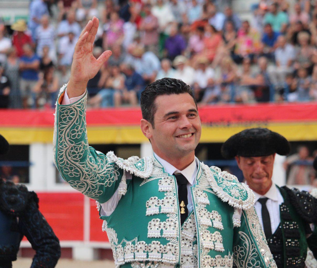CHÂTEAURENARD (06-08-2019) ROMAN PEREZ coupe trois oreilles et ouvre la grande porte