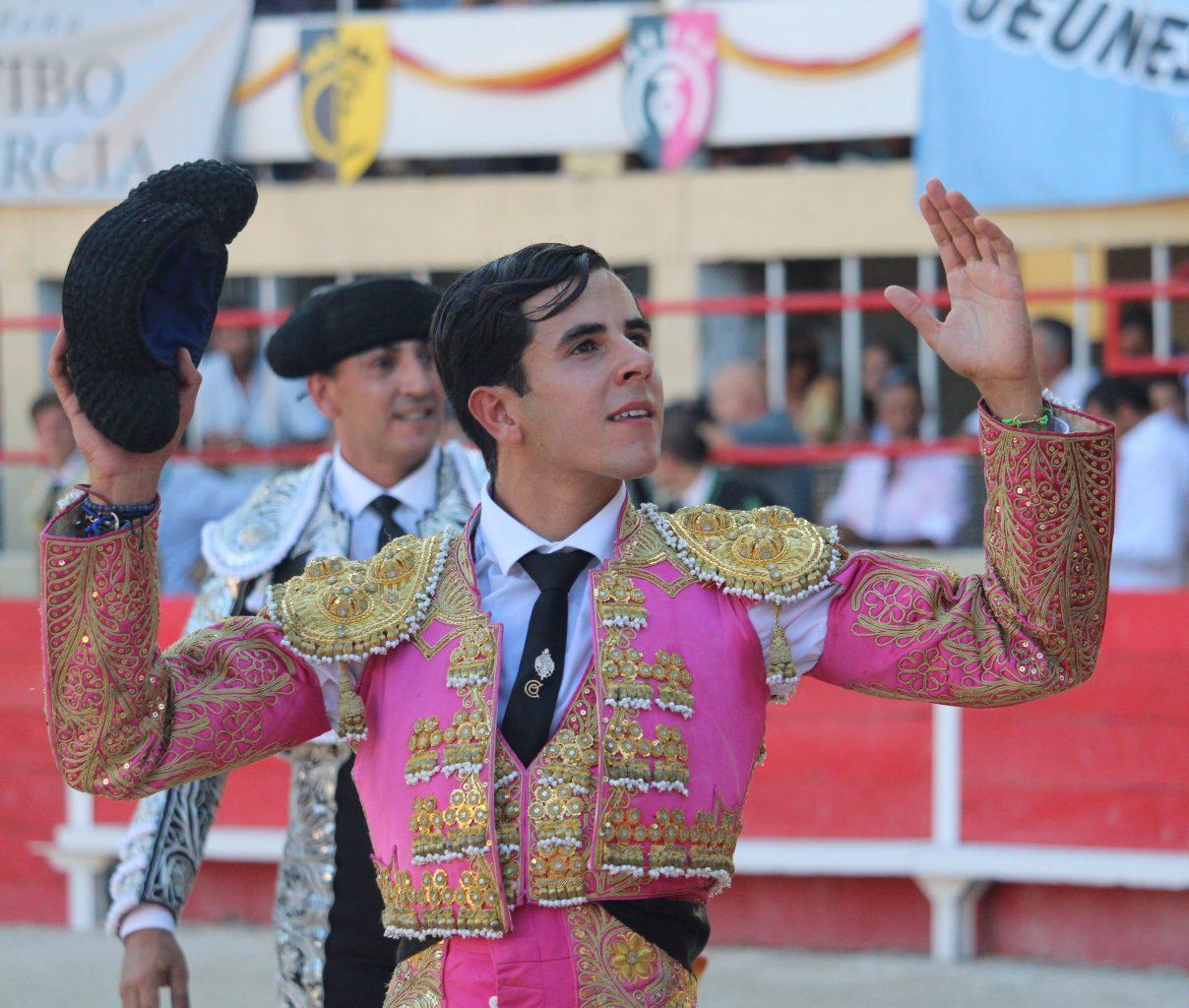 SAINT GILLES (24-08-2019) CARLOS OLSINA sort par la Grande Porte