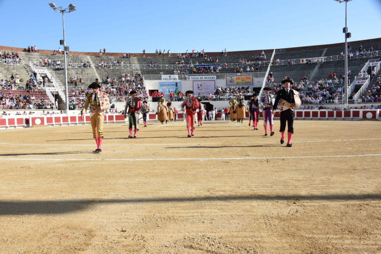 BEZIERS (17-08-2019) MANUEL ESCRIBANO et JOAQUIN GALDOS en triomphe avec deux toros de vuelta.